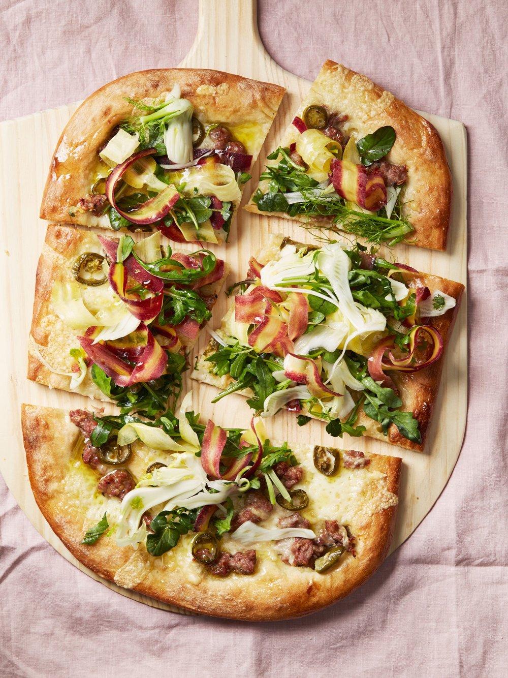 Sausage-and-Fontina-Pizza-0252-AR-6319383.jpg
