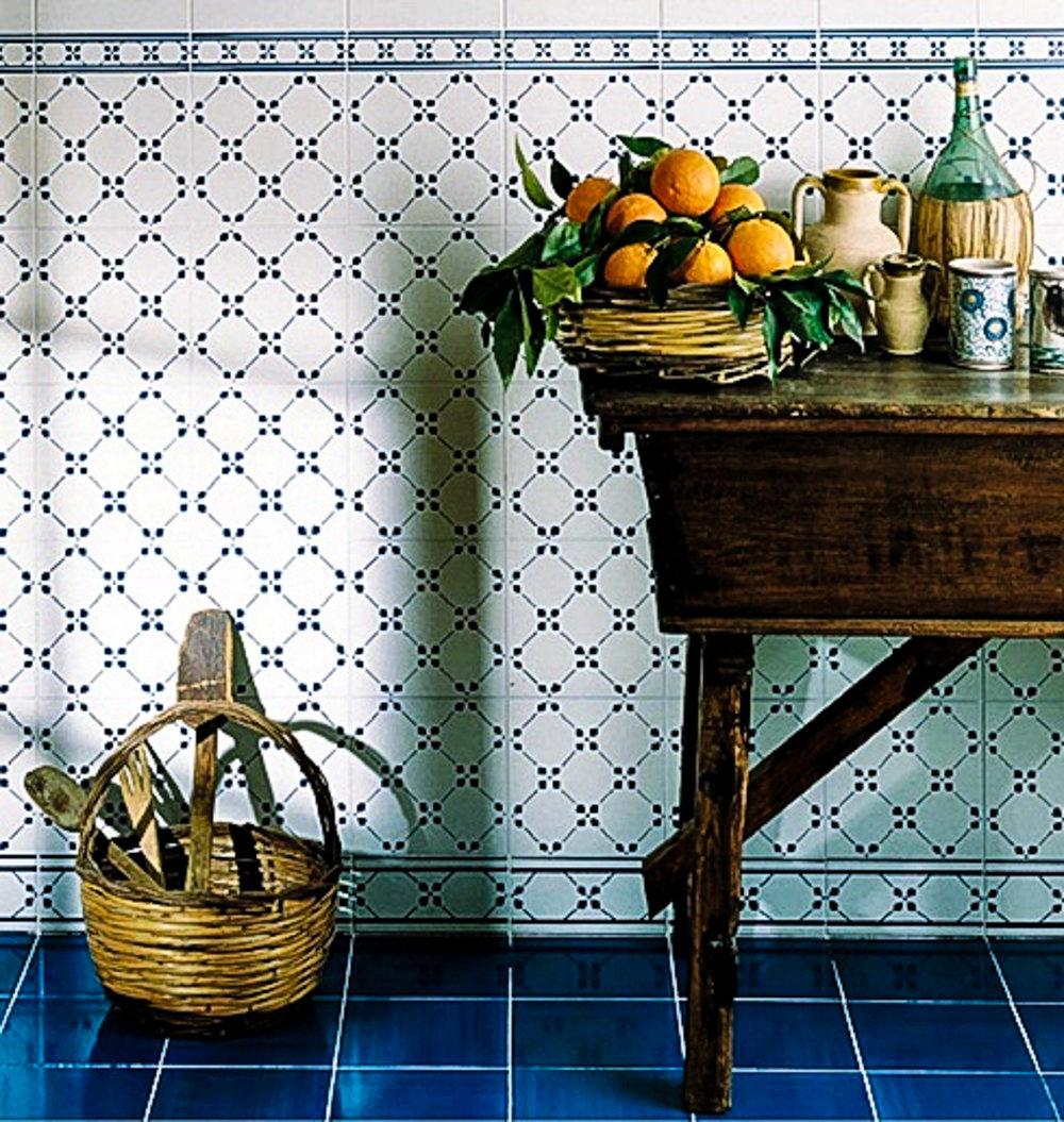 Ceramica Francesco de Maio Serie Antico Vietri Palmetta 20 x 20 cm blumen Muster handbemalt.jpg