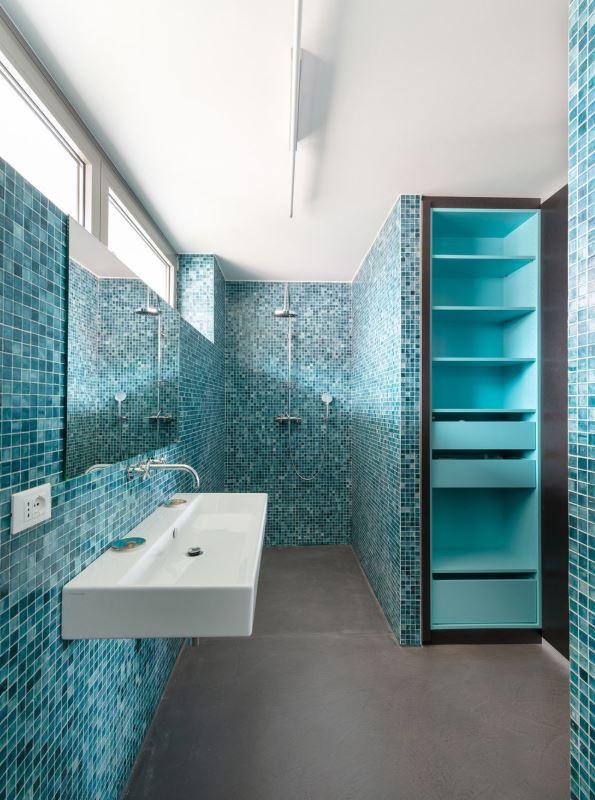 Badezimmer mit Bisazza Mosaik designed by Maki Ortner