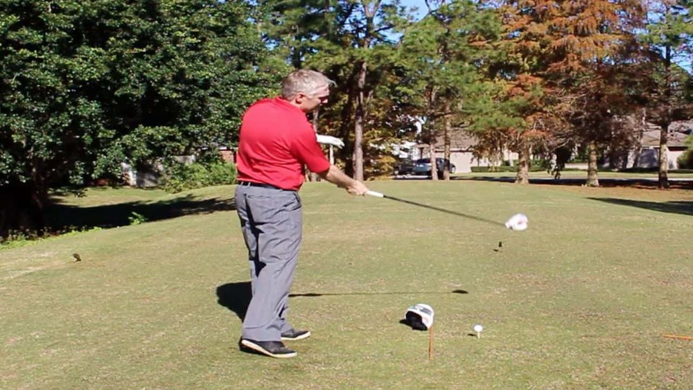 Swinging-golf-club-to-the-Right.jpg