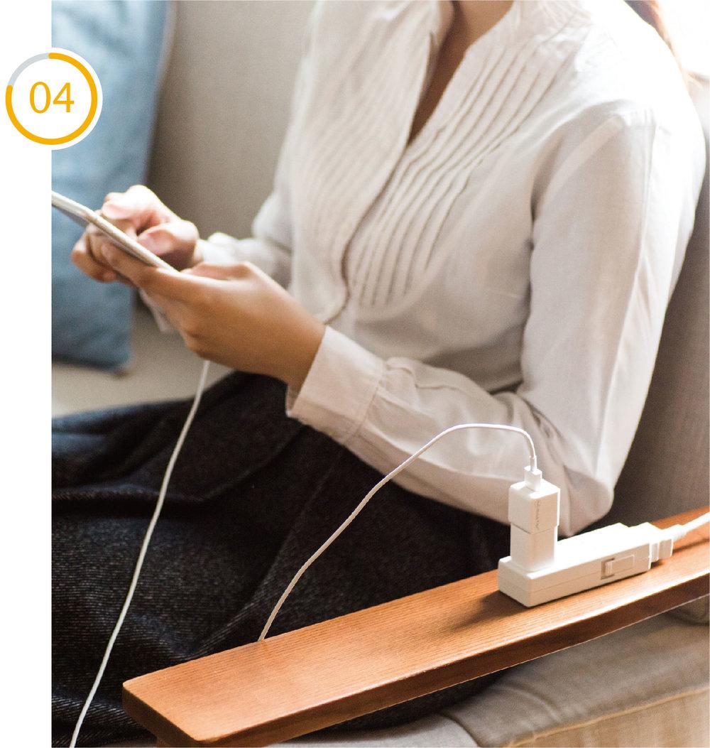 ネット接続は不要 - Lightningケーブルに繋ぐだけなのでネットワークやパソコンがなくても大丈夫Qubiiは充電プラグとLightningケーブルの間に挟むだけなので、バックアップする際にネットワーク環境やパソコンは不要です。「旅行先でネット環境がない」「今月のパケットデータ容量が残りわずか」そんな時でも充電するだけでバックアップが可能となるのです。また、Qubiiはのサイズは、Apple純正ACアダプタとほぼ同じでコンパクトだから、かさばらないので持ち運びも簡単です。さらにクラウド保存とは違って、インターネット上ではなく手元のSDカードにバックアップデータを保存しますから、セキュリティー面でも安全です。バックアップデータが手もとにある安心感もまた、Qubiiの特徴です。