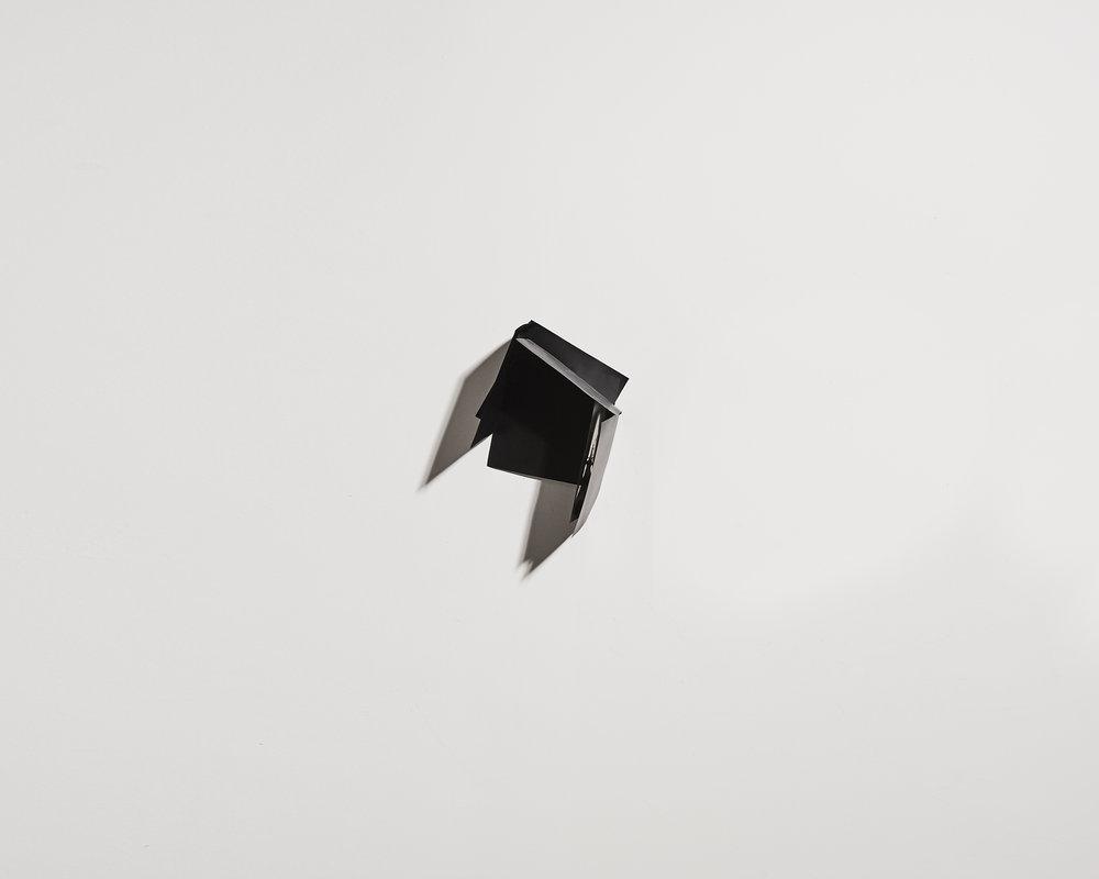 Ombre et noir 1   2012, plaques maillechort, soudure, peinture  27x27cm