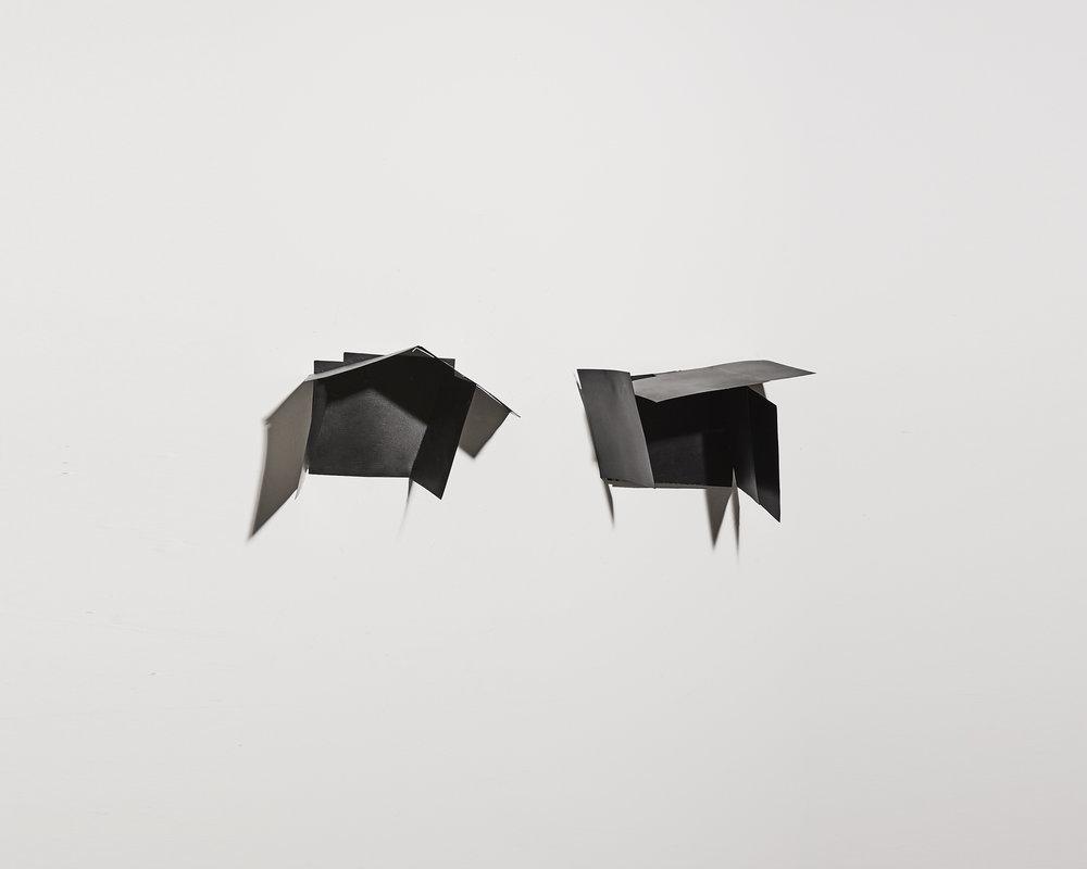Ombre et noir 1   2012, plaques maillechort, soudure, peinture   16x20cm, 27x27cm