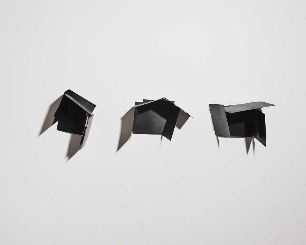 Ombre et noir    2012, plaques maillechort, soudure, peinture   16x20cm, 27x27cm, 20x26cm
