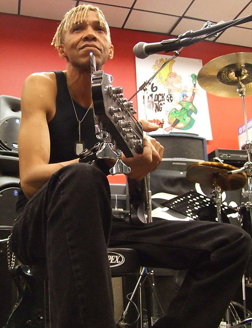Doug and his Yamaha 12-string bass at a music store clinic in Boston, Massachusetts on July 24, 2007.