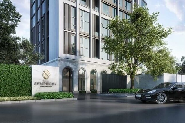 PREMIUM AMENITIES - Altitude Symphony Charoenkrung - Sathorn offers more than 83% automatic parking for our residences, thus ensuring maximum comfort and convenience when parking your cars. We also have added two automatic parking lifts to minimise waiting time for you and your loved ones while waiting for your car in a special waiting lounge. You will also enjoy the added services of our project including valet parking, concierge and shuttle bus to BTS, boat piers and nearby shopping malls.Walking into our lobby is almost like walking into a small concert hall. It is designed not only to cater to your visual senses but to offer you the ultimate feeling of comfort and security when you return home with your loved ones.