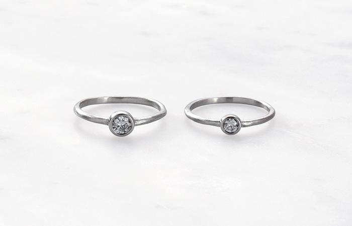 萌し / SIGN  草木が芽ぐみ、春の花とともに心も開いていく。 一石のダイヤモンドが潔く清楚な佇まいのリングです。  material  K18YG/diamond K18WG/diamond K18PG/diamond PT900/diamond  左:0.2ct/右:0.1ct