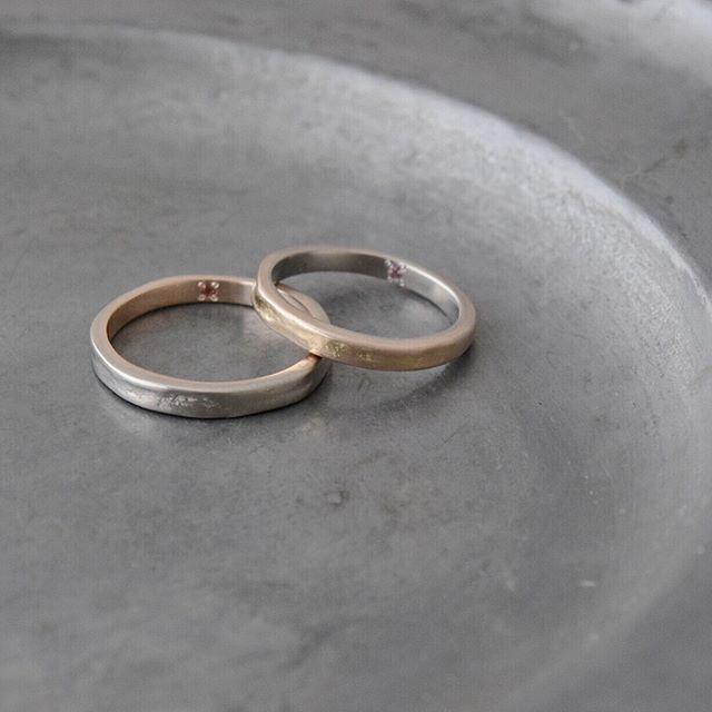 . ホワイト、ピンクゴールドを組み合わせた 木漏れ日のマリッジリング . . . #marriagering#マリッジリング #結婚指輪#atelierplow