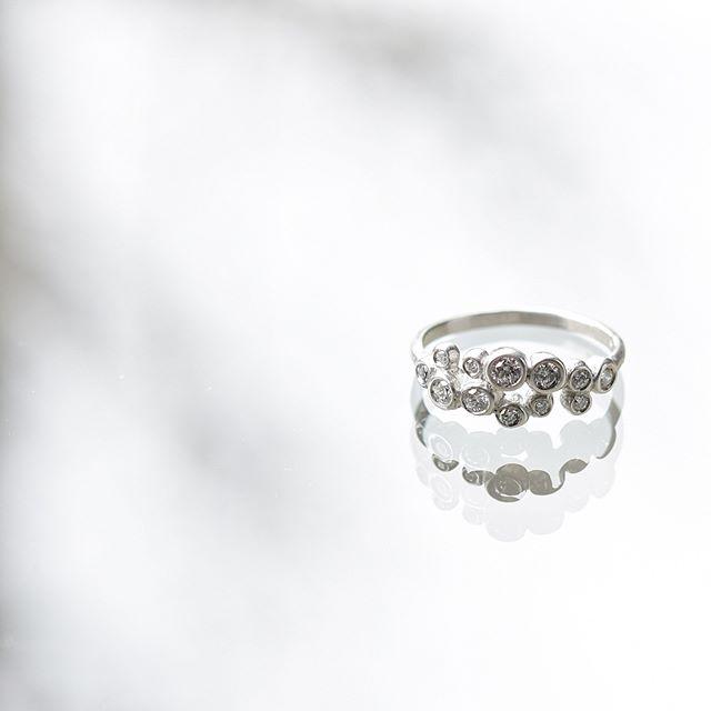 . 光彩/luster 春の野。 またたく間に光が散らばりきらきらと輝く様子。 . . . #atelierplow#jewelry  #marriagering#engagementring#weddingring