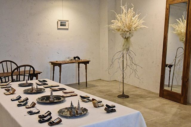 . atelier plow exhibition  2019.4.13sat -15mon . 本日から @theapartmentstore.jp さん での展示会が始まります。 . 空間演出をしていだきました  @aluhi_2016 さんのオブジェもとても美しいです。 . 海を渡り自分達の目で見て選んできたダイヤモンド、 伊勢志摩のバロックパールを並べお待ちしております。 . . THE APARTMENT STORE 愛知県名古屋市中区栄5-23-9 102 TEL:052-212-7663 . 13日(土)11:00-19:00 14日(日)11:00-18:00 15日(月)12:00-20:00 . . . #theapartmentstore#atelierplow