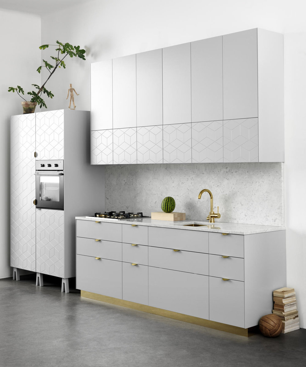 superfront-kitchen-ikea-metod-stommar-mo_nster-illusion-handtag-holy-wafer-carrara-marmor.jpg