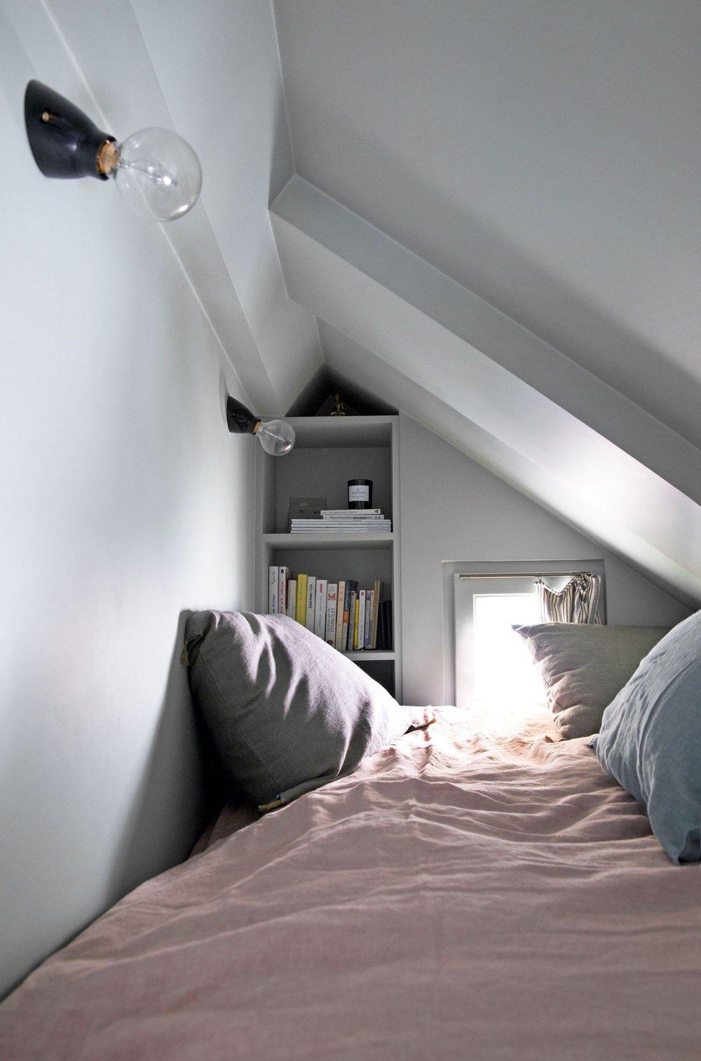 hometour-kc-le-coin-nuit-perche-du-petit-appartement-parisien_6019236.jpg