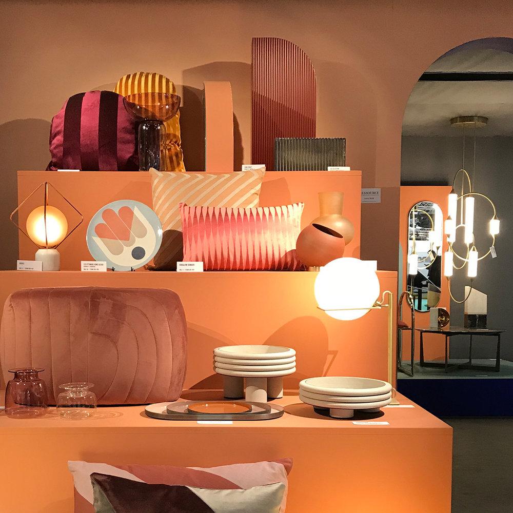 luxury graphic - une revisite des codes et matières sophistiqués de l'art déco, twist avec des formes et des couleurs plus contemporainesdes motifs graphiques, des couleurs pop, du laiton, des franges…