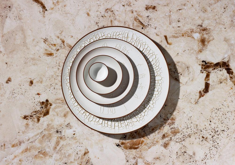 munoz-josefina-design-paysages-desertiques-ceramics-tray-tableware-1.jpg