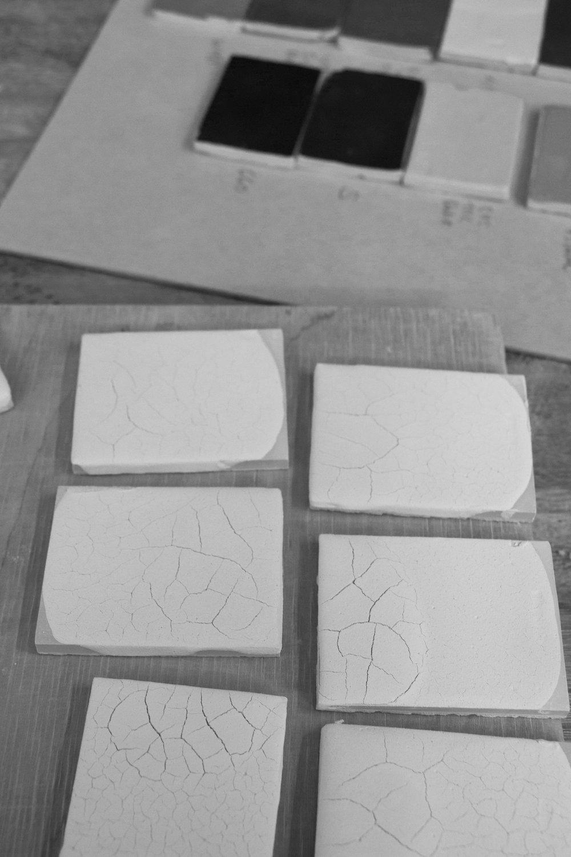 munoz-josefina-design-paysages-desertiques-ceramics-tray-tableware-6.jpg