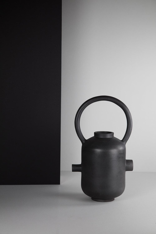 munoz-josefina-design-black-vases-ceramic-1.jpg