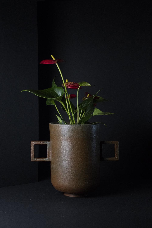munoz-josefina-design-black-vases-ceramic-4.jpg