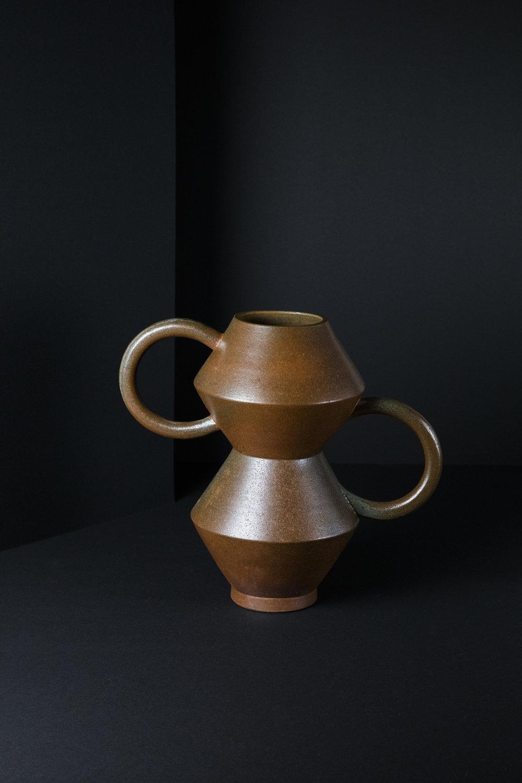 munoz-josefina-design-black-vases-ceramic-3.jpg