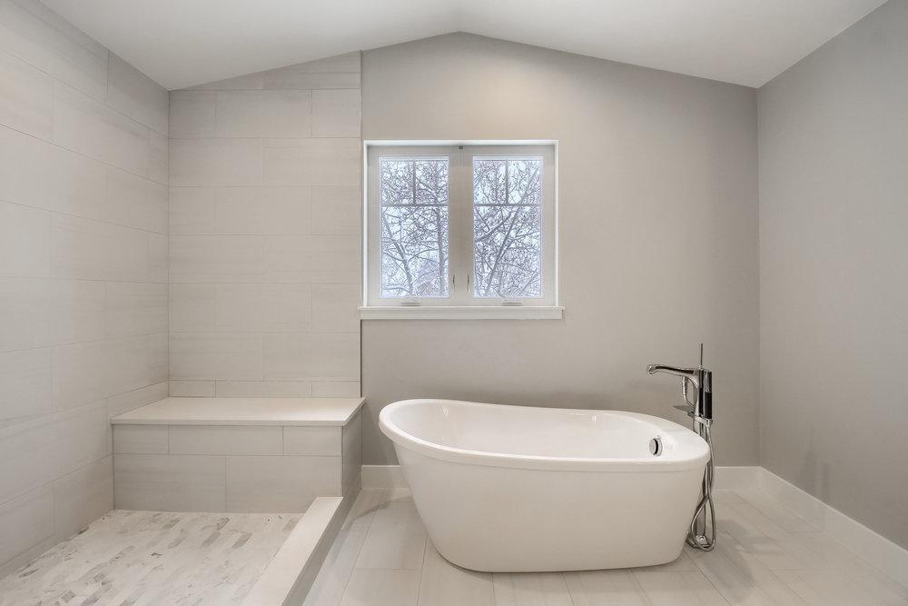 05_Master_Bathroom_IMG_2215.JPG