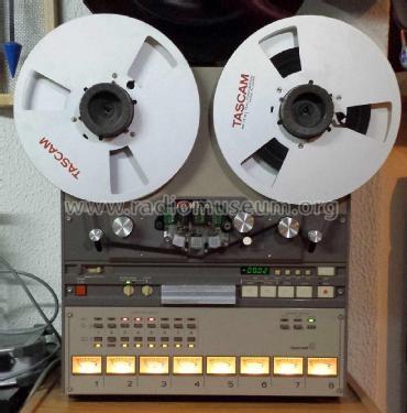 En slik Tascam 8-spors båndopptaker hadde min venn Audun i sitt kjellerstudio. Den gang da måtte vi investere mye tid og penger i hardware. (Opptakeren kjøpte han forøvrig av Mods (!), som på den tiden jobbet med et nytt prosjekt (The September When)).