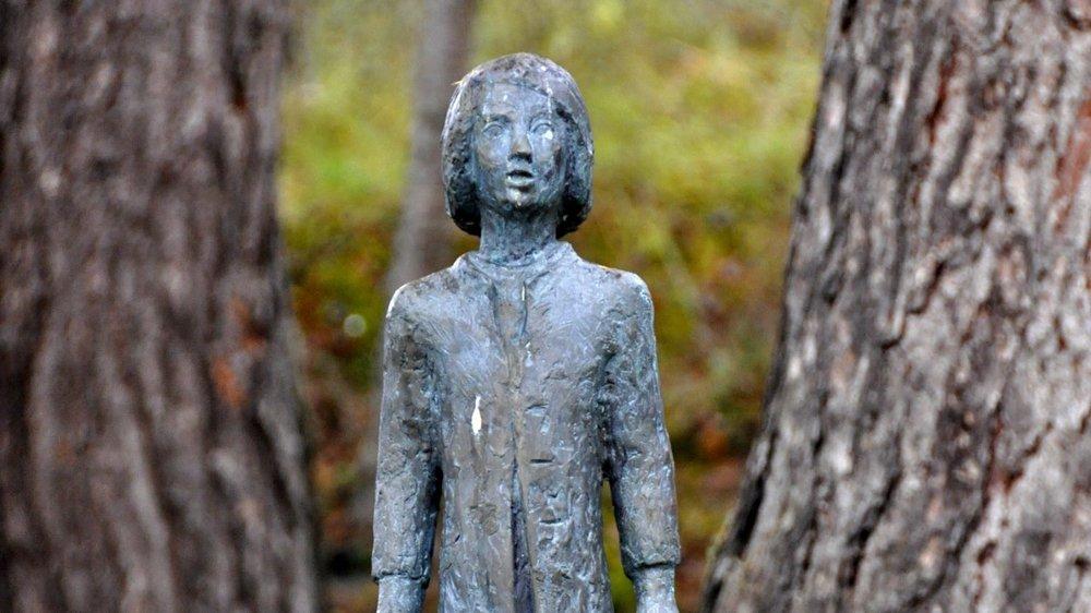 Skulptur: Adrian Posepilt (Astrid Dalsveen 1997) – ved Adriansstua i Ringvebukta