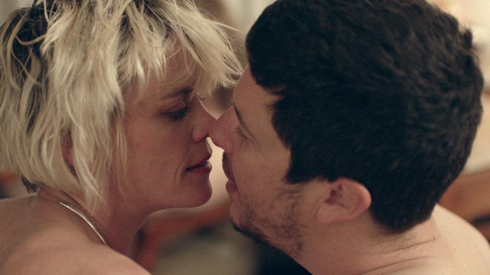 NLNL---Lexi-&-Danny-Kiss.jpg