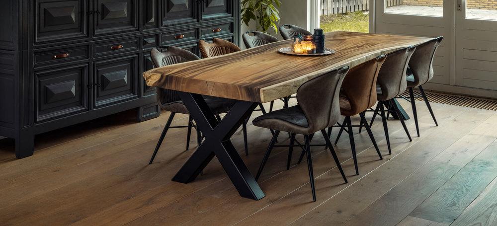 Suar houten eettafel