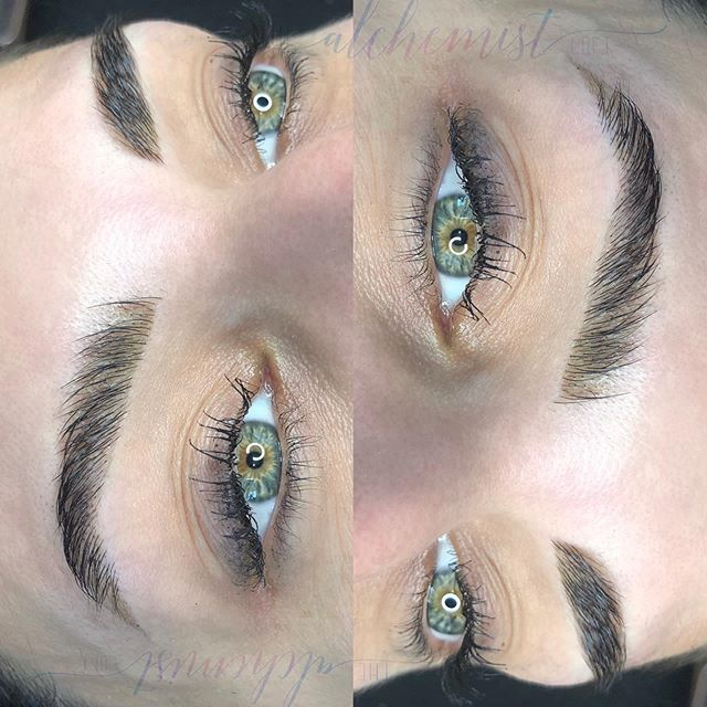 Still drooling from these fluffed up 𝐇𝐄𝐍𝐍𝐀 𝐛𝐫𝐨𝐰𝐬 🤤  𝐇𝐄𝐍𝐍𝐀 remains on the skin up to two weeks, while remaining on the brow hair up to six.   It's the perfect brow option for an event, vacay, or just a little pick me up pamper session.   Want to 𝐁𝐎𝐎𝐊? Just click that little 𝐁𝐎𝐎𝐊 button up there in my bio 👆🏻 It'll walk you through the rest 😉