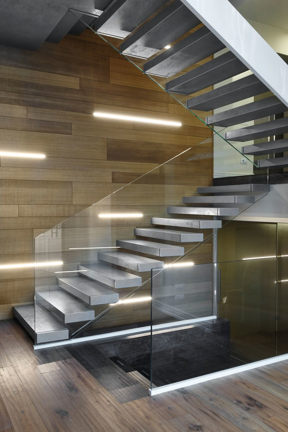 alfa-scale-cantilevered-stair