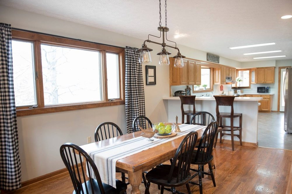 Cozy Farmhouse w/ Year-Round Hot Tub & Fresh Eggs - This relaxing farmhouse is great for getaways, LU intensives, or to use as home base while you explore the area. Enjoy the hot tub for two, farm fresh eggs, rocking chairs on the porch, animals in the pasture, outdoor dining, mountain views, & the feeling of being secluded without sacrificing any modern amenities. Only a scenic 35 min drive to Liberty Univ, Lynchburg, & Roanoke, 12 min to Bedford & D-Day memorial, 30 min to Blue Ridge Pkwy, Appalachian Trail, hiking, & 30 min to Sedalia Center.