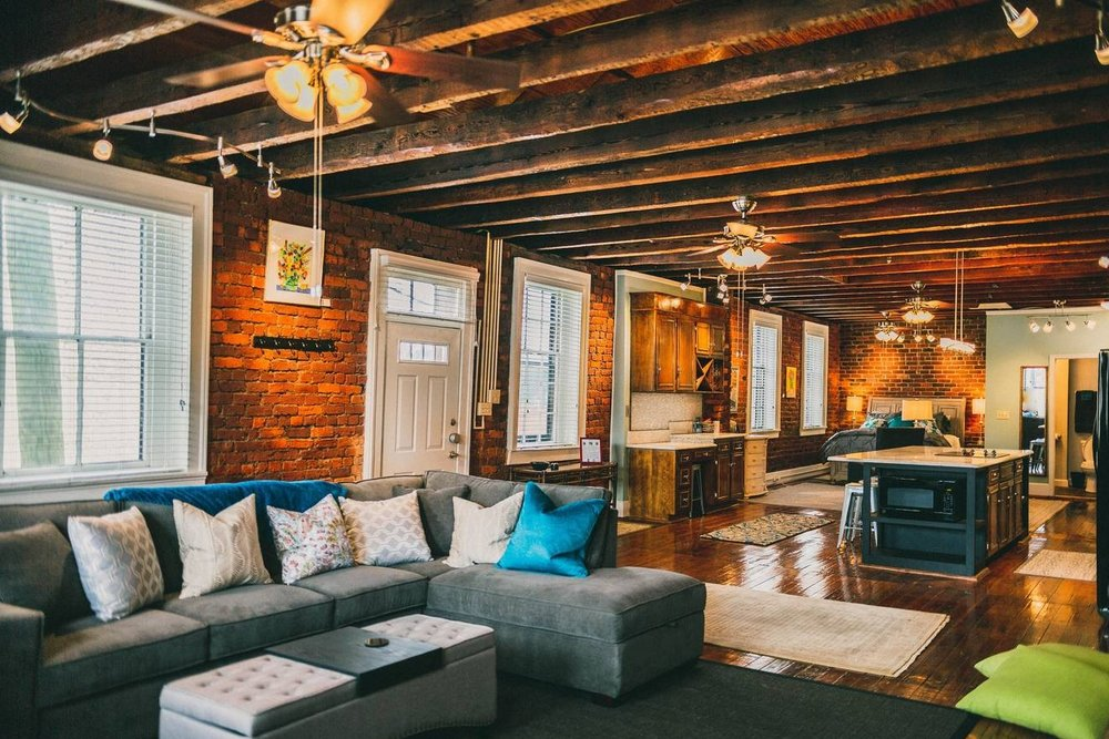 Downtown Historic Cross Keys Loft on Main Street - Loaded with the beautiful, historic charm of brick walls, high ceilings, and hardwood floors, this space has all the new modern amenities you desire. Large newly renovated kitchen, luxurious queen size bed, sofa bed, large screen Roku TV, washer/dryer, full bathroom with a wide tub/shower and a designated parking space steps away from the entrance stairs. It is in the center of everything downtown with river views and steps away from dining, shopping and walking trails. Only 10 minutes from all local colleges.