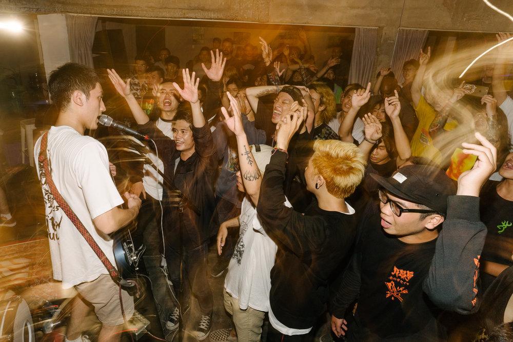 hardcore.leestarnes.punkrockchronicals.saigon.-12.jpg