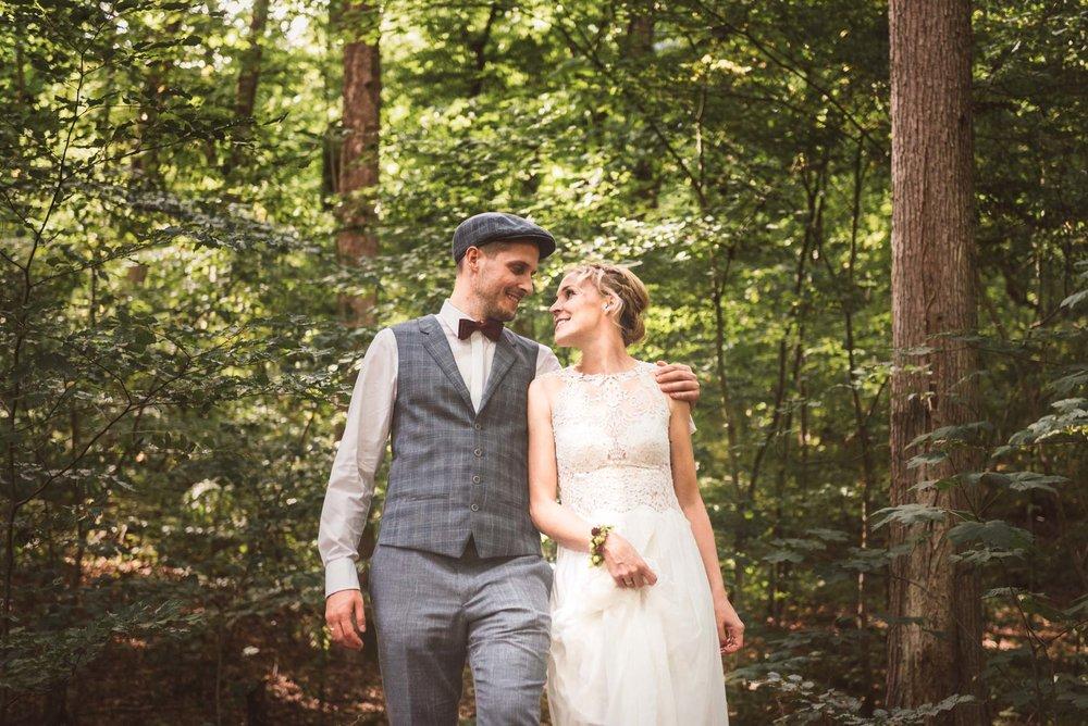 Wald-Buckow-Brautpaarshooting-Gemeinsam-Glücklich-Hochzeitstag.jpg