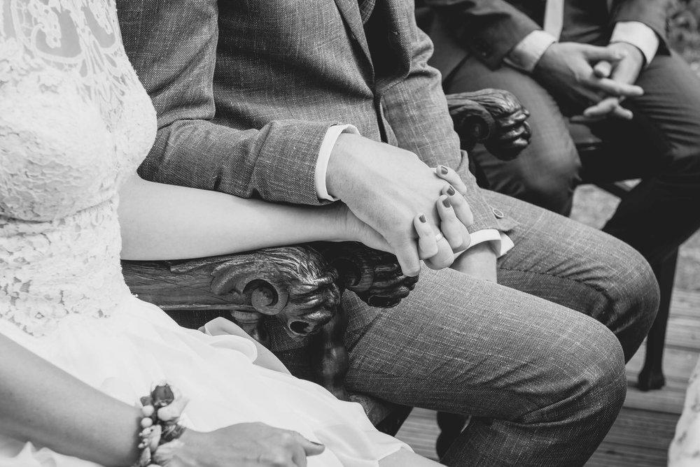 Tornow-Villa-Hände-Trauung-Hochzeitsfotografie-Momente.jpg