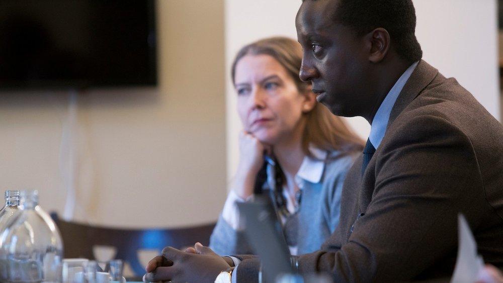 Vuonna 2017 CMI oli mukana 11 rauhanprosessissa 12 maassa. Kyky kuunnella ja aito pyrkimys ymmärrykseen ovat keskeisessä roolissa järjestön tavassa ratkaista konflikteja.