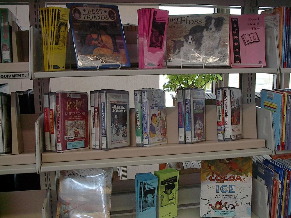 This photo shows the Back Slant and Zig Zag used together to create a dynamic display to attract readers.