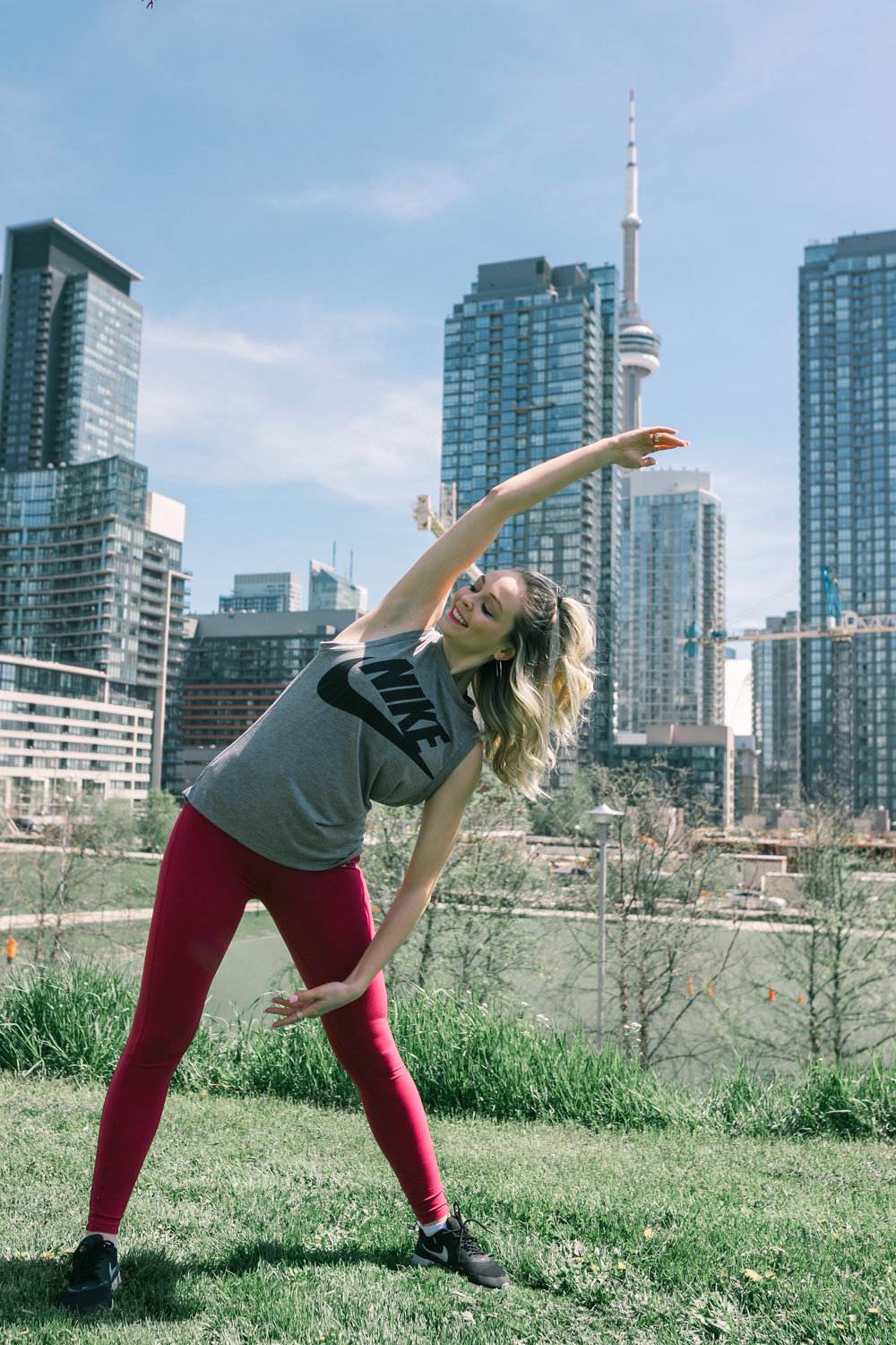 Sara Buckingham - I've always been a big dreamer (Pisces am I right?)... By day, I work 9 to 5 in the tech industry, as a Customer Success Manager. By night, I am Bumble Toronto's Market lead, and I teach my own Barre Fitness classes. I love trying new dance and fitness classes in Toronto, as well as travelling the world. My biggest passions are wellness and women empowerment. Let's hustle and make our dreams come true together.-xo,Saraabucks