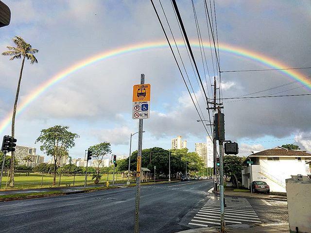 Happy Aloha Monday everybody! Have a great week! 🌈🤙 #gobows #rainbowconnection #rainbowwarriors #whereilivetherearerainbows  #luckywelivehawaii #HawaiiKineTings #lethawaiihappen #rainbow #MondayFunday #monday #mondaymotivation #aloha #letsgetit