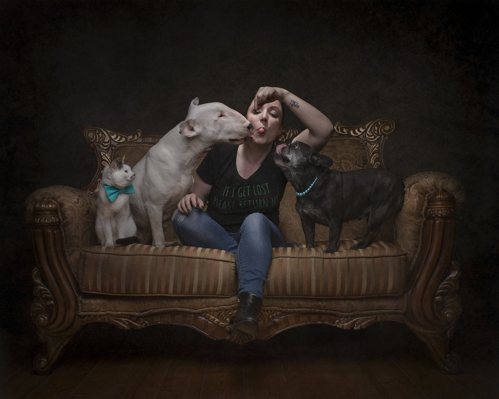 Belinda Richards - Animal Lover. Seriously.Founder of Frog Dog Studios, photographer and master piddle cleaner. 18 years experience working with animals including working as a groomer, animal welfare and emergency services.Diploma of Photo Imaging - Photographic Imaging CollegeBachelor of Fine Art (Photography) - RMITLovesThe Frog Dog Crew and wine.Life philosophy'Be as awesome as your dog thinks you are.'