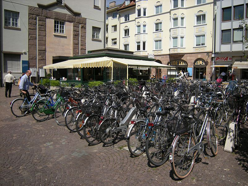 In the cities, like here in Bozen (Bozano), bikes are a popular means of transportation.