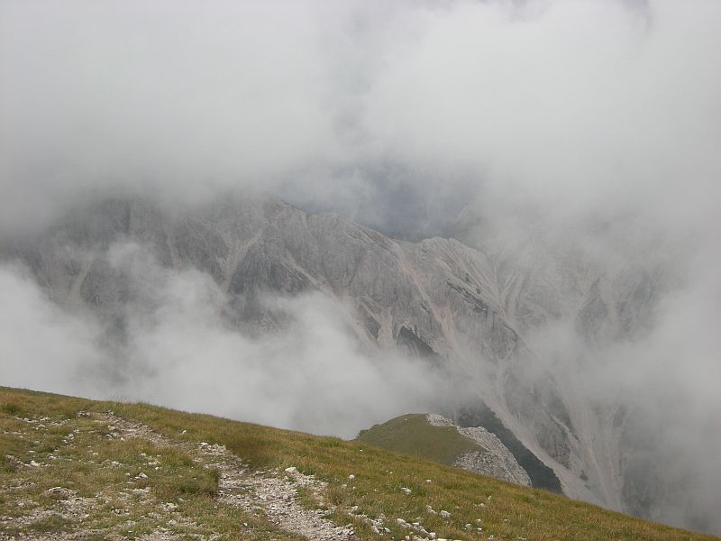 The top of Piz da Peres was covered in clouds, so we could not enjoy a wide view over the Alps. But the fog was beautiful in its own way.