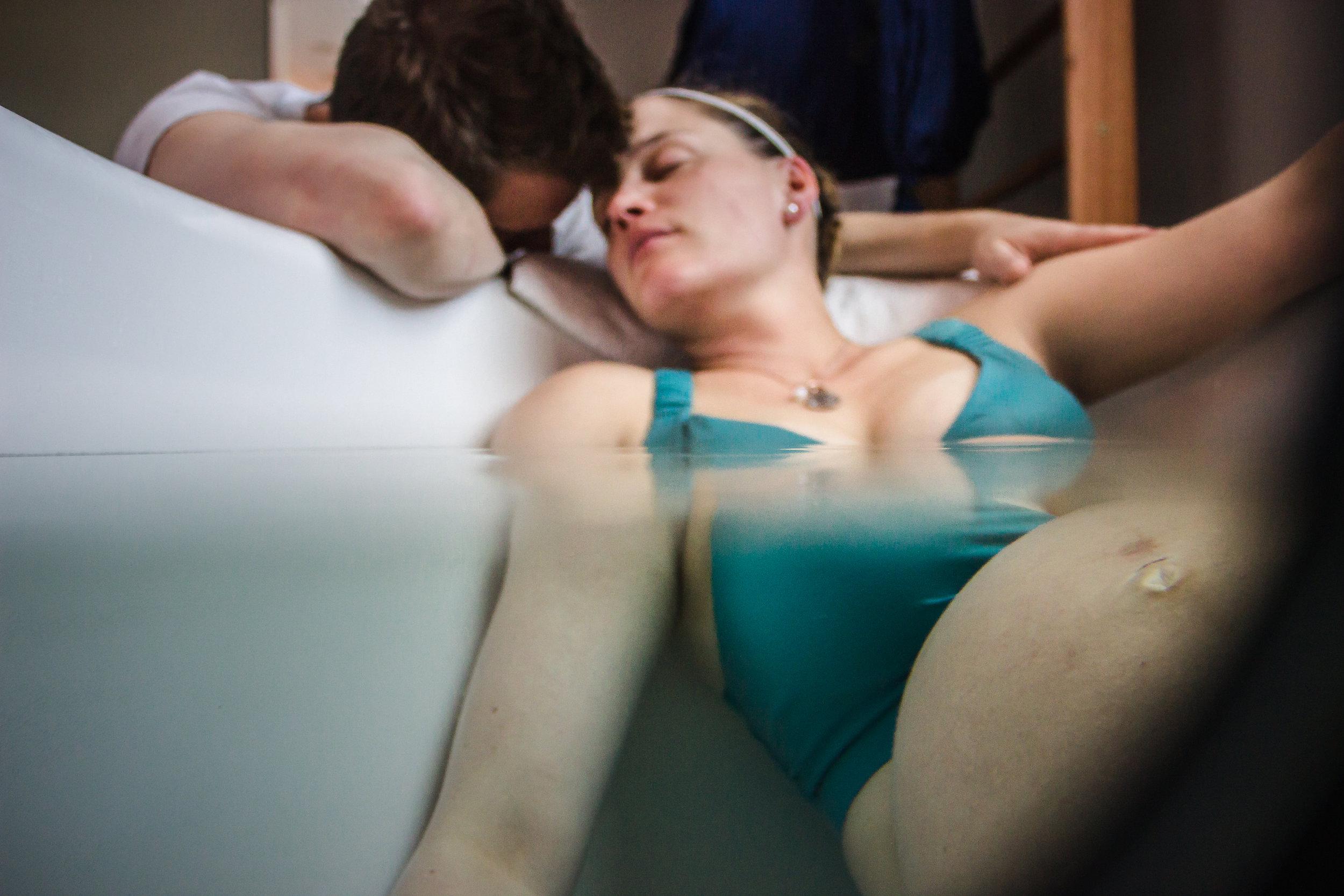 Colorado-water-birth-photographer