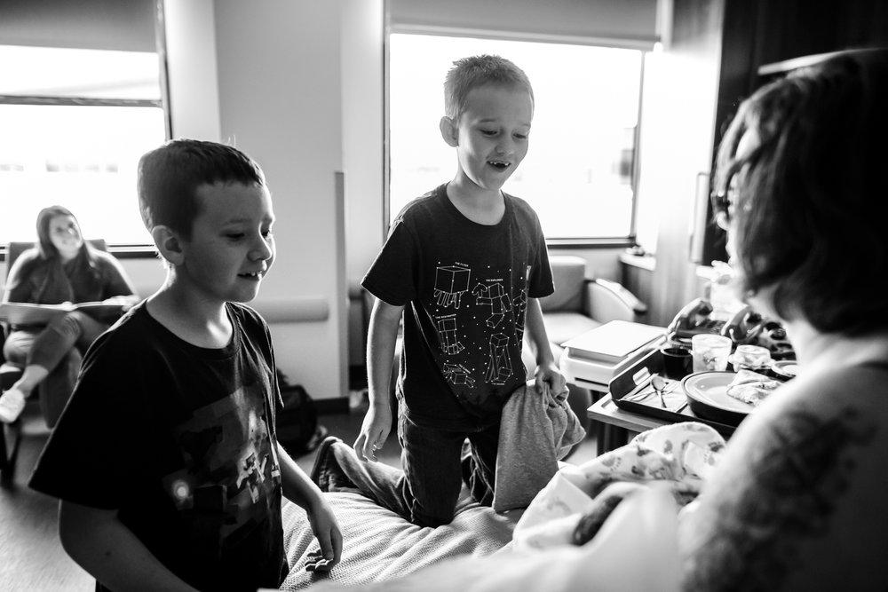Siblings-excited-to-meet-baby