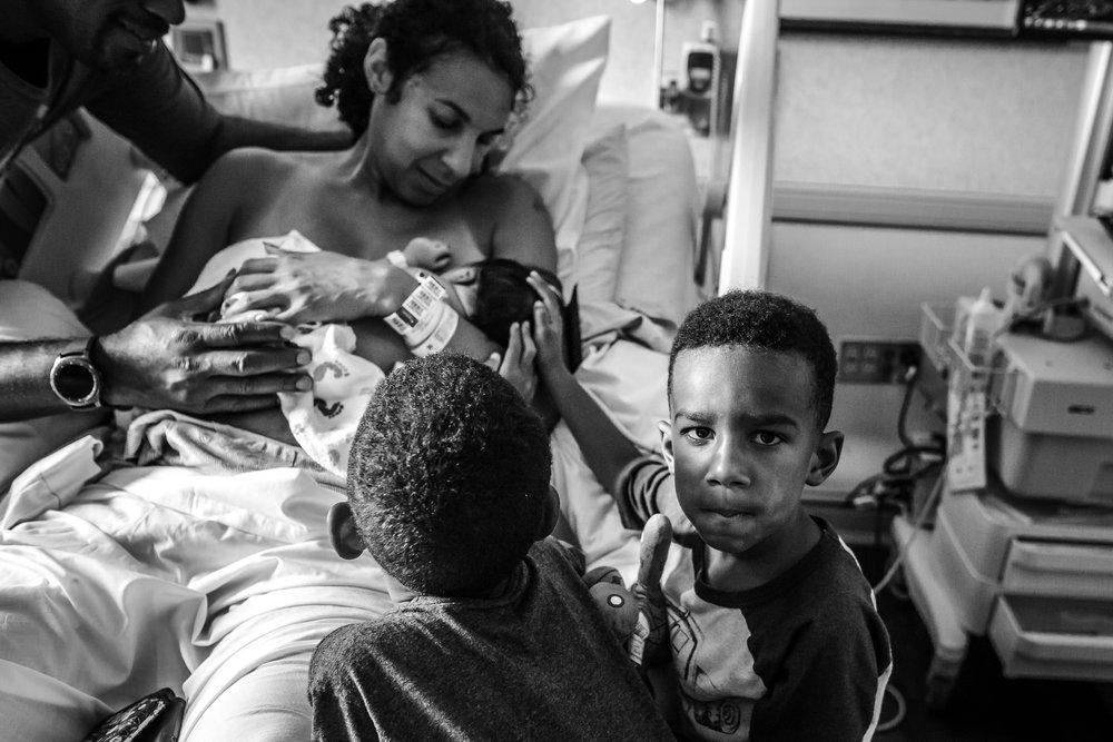 Sibling-reaction-to-new-baby-Saline-Michigan-birth-photographer