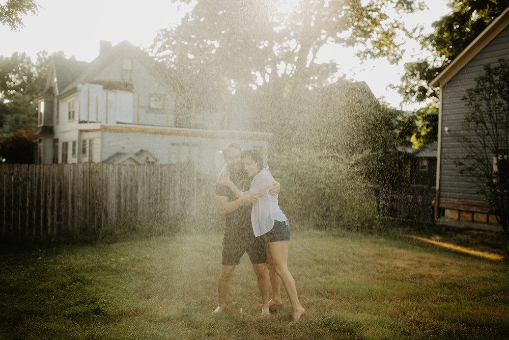 fun-sprinkler-couple-shoot
