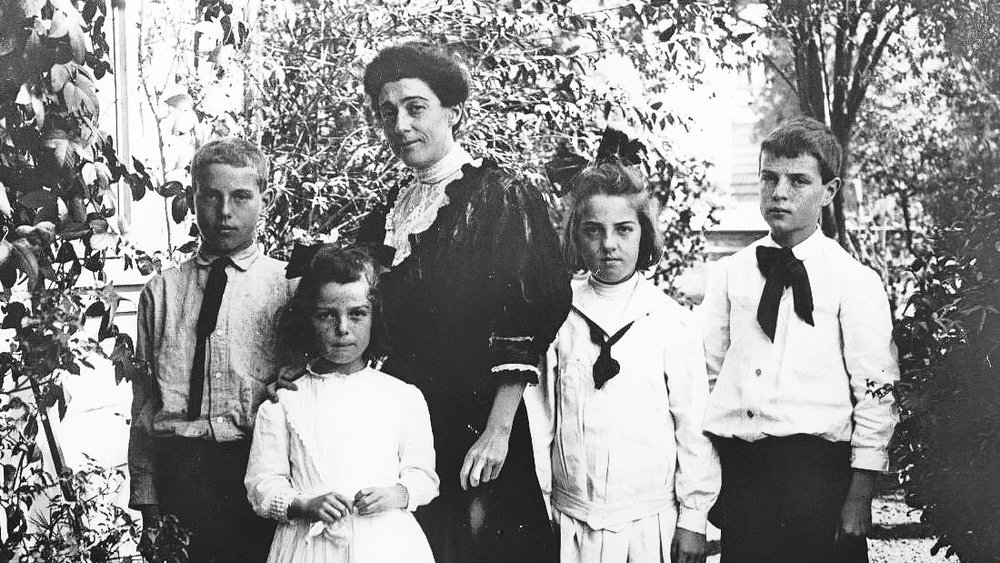IN BERKELEY, CA 1909. (L-R) AMOS, ISABEL, MOTHER ISABELLA, CHARLOTTE AND THORNTON WILDER (AGE 12)