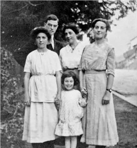 Isabel, Thornton, Isabella, and Charlotte with little sister Janet. Berkeley, California 1914 or 1915