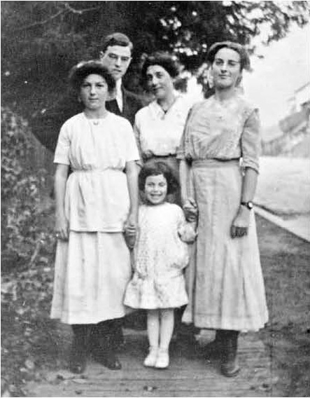 Thornton Wilder pictured with his mother Isabella and his sisters Isabel, Charlotte and Janet in Berkeley, California in 1914 or 1915.