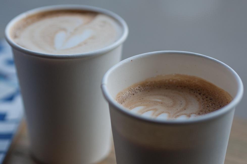 Flat-White-Versus-Latte-1080675.jpg