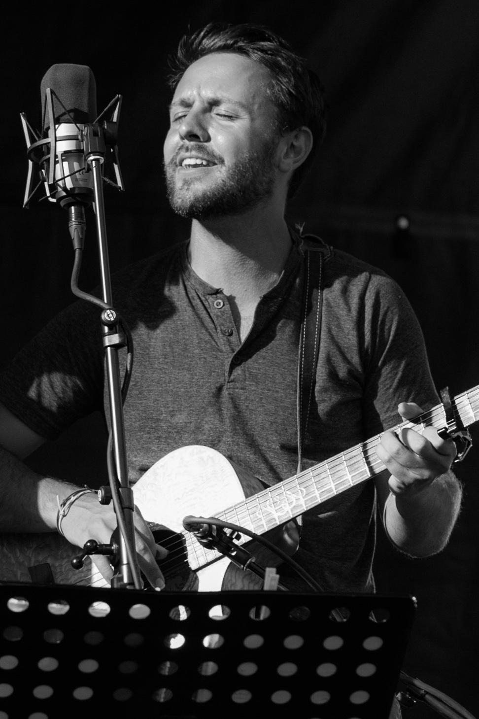 Ethan Tischler - Lyrics, guitar, banjo